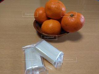 餅とみかんの写真・画像素材[2854912]
