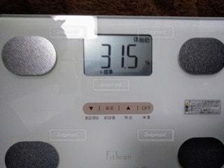 ディスプレイに表示される体脂肪の写真・画像素材[2910806]