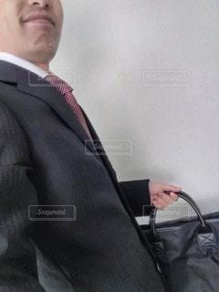 外出するビジネスマンの写真・画像素材[2923591]