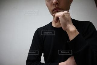 考える男性の写真・画像素材[3009580]