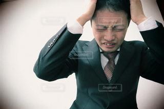 悩むビジネスマンの写真・画像素材[3031679]