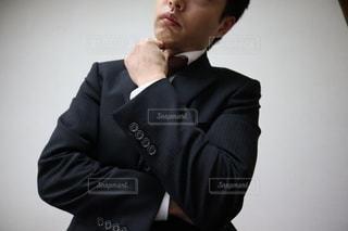 考える男性の写真・画像素材[3031754]