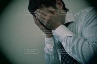 悩むビジネスマンの写真・画像素材[3062664]