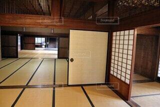 日本の古い家屋の座敷の写真・画像素材[3703077]