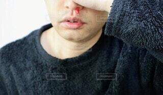 鼻血の写真・画像素材[4048394]