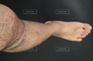 男性の右足のクローズアップの写真・画像素材[4067302]
