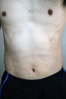 男性の上半身裸の写真・画像素材[4318636]