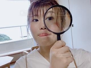 虫眼鏡の使い方の写真・画像素材[2611700]