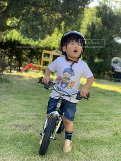 変身バイク練習中の写真・画像素材[2605379]