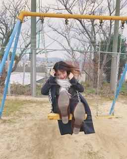 ブランコの若い女の子の写真・画像素材[3211179]