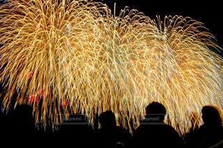 空に花火の写真・画像素材[1020355]