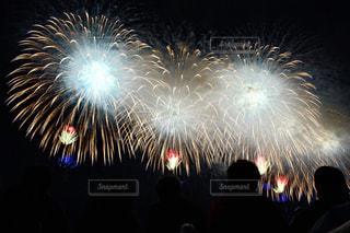 夜空に花火の写真・画像素材[1035686]