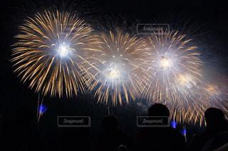 夜空に花火の写真・画像素材[1041802]