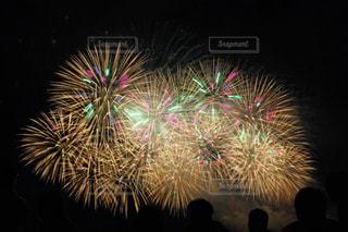 空に花火の写真・画像素材[1045973]