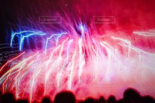 空に花火の写真・画像素材[1049542]