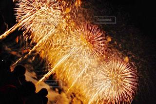 空に花火の写真・画像素材[1064493]