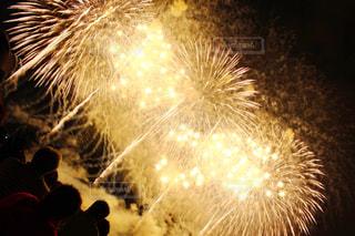 空に花火の写真・画像素材[1065438]