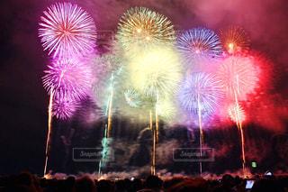 空に花火の写真・画像素材[1123976]
