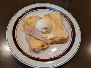 カフェでフレンチトーストの写真・画像素材[3559554]