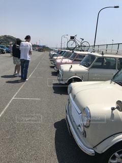 駐車場に駐車した車の写真・画像素材[2681956]
