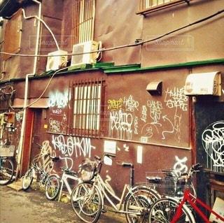 新宿の裏路地の写真・画像素材[2617919]