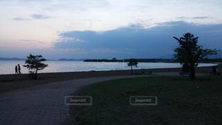 夕焼けの猪苗代湖の写真・画像素材[2625495]