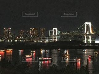 レインボーブリッジと屋形船の写真・画像素材[2816563]