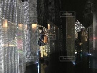透明なガラスのシャワーのドアの写真・画像素材[916858]