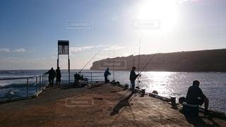 オーストラリアにて釣りを楽しむ人々の写真・画像素材[2651298]