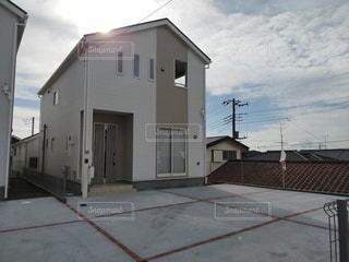 大きな白い家の写真・画像素材[3176084]
