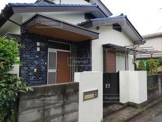 建物の側にある家の写真・画像素材[3423302]
