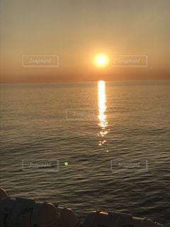日本海の夕陽の写真・画像素材[2639046]