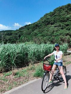 さとうきび畑サイクリング✳︎沖縄の写真・画像素材[2643095]