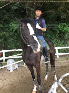 乗馬する男性(3)の写真・画像素材[2691402]