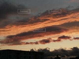 夕焼け雲の写真・画像素材[2674255]