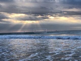 海岸からの朝日の写真・画像素材[2706941]