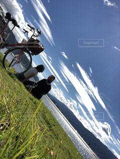 湖畔をサイクリングの写真・画像素材[2670006]