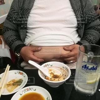 中年太りの男性のお腹の写真・画像素材[2778290]