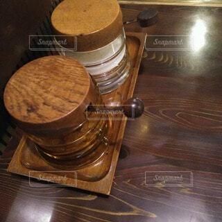 喫茶店のテーブルの上のシュガーの写真・画像素材[4648679]