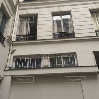 パリのアパートの写真・画像素材[2807554]