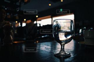 水とワイングラスの写真・画像素材[3009383]
