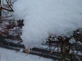 雪から出る煙の写真・画像素材[3998306]