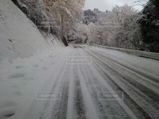 雪に覆われた道路の写真・画像素材[4000929]
