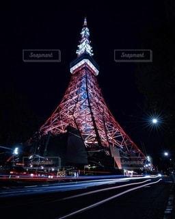 東京タワーと車の軌跡の写真・画像素材[2675312]