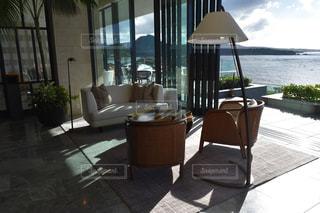 沖縄ホテルのオーシャンビューロビーの写真・画像素材[2678264]