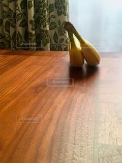 仲良さそうなバナナの写真・画像素材[2902539]