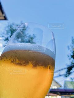 グラスに入ったビールのクローズアップの写真・画像素材[4786876]