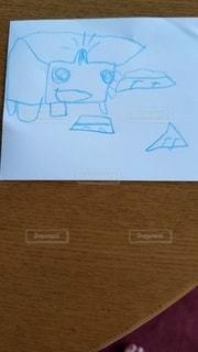 子供の描いた絵の写真・画像素材[2689834]