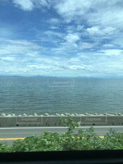 電車からの海の眺めの写真・画像素材[2684388]
