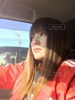 運転中の女性の写真・画像素材[2685206]
